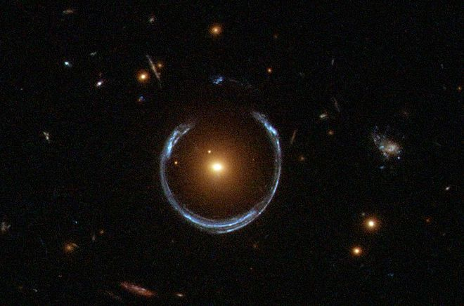 660px-A_Horseshoe_Einstein_Ring_from_Hubble