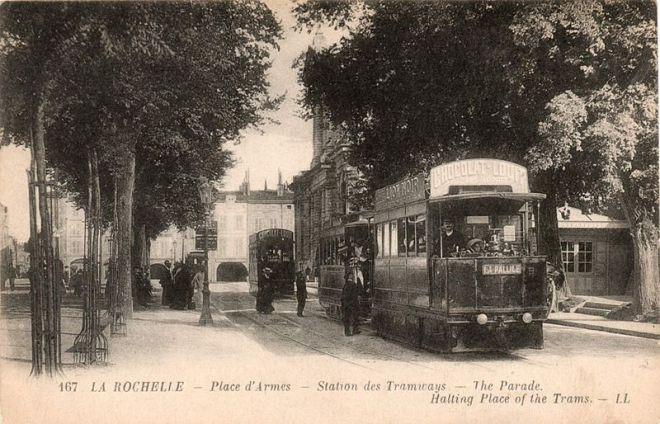 800px-La-Rochelle_Place_d_Arme_Tramway_Mékarski